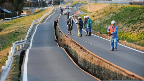 Japan earthquake splitting roads